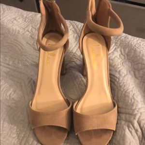 Nude Lulu's heels